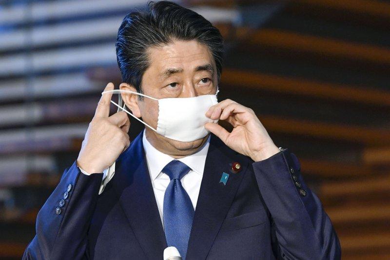 Nhật Bản lo ngại sau khi Thủ tướng Shinzo Abe phải tới bệnh viện kiểm tra sức khỏe - Ảnh 1