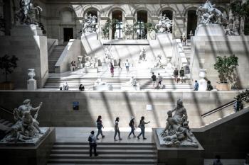 Số ca mắc COVID-19 tại Pháp tăng kỷ lục trong đợt bùng phát mới