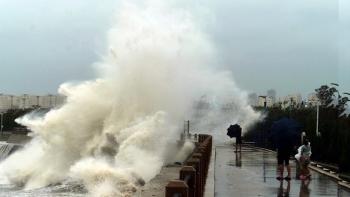Tin bão mới nhất: Bão Bavi mạnh nhất từ trước đến nay tấn công Trung Quốc