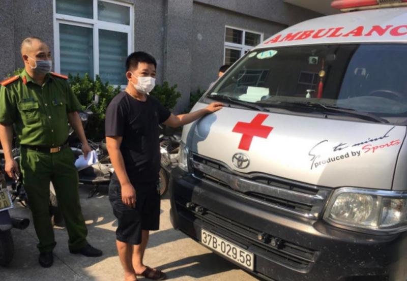 """Dùng xe cứu thương chở người """"thông chốt"""" từ Vinh về Hà Nội, tài xế bị phạt 35 triệu đồng -0"""
