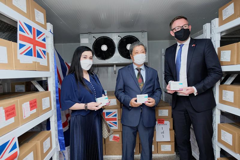 Việt Nam tiếp nhận 415.000 liều vaccine AstraZeneca do Chính phủ Anh trao tặng