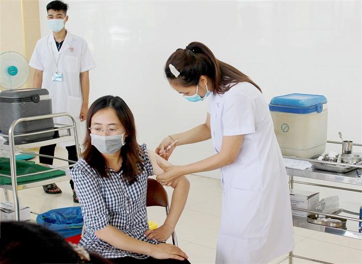 TP Móng Cái đã tiêm vaccine COVID-19 cho 31% dân số  - 1