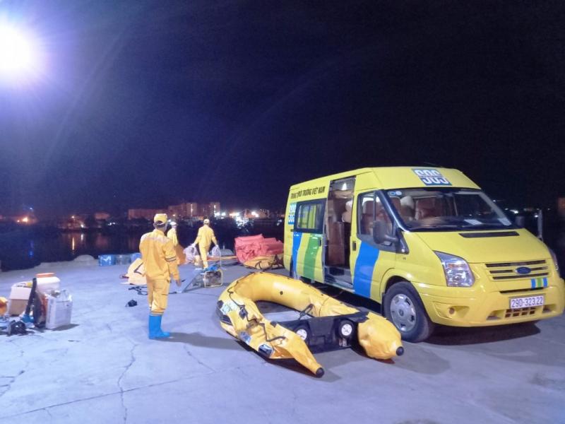Khẩn cấp xử lý sự cố tràn dầu do chìm tàu cá tại cảng cá Thọ Quang -0