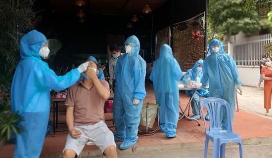 Số người nhiễm SARS-CoV-2 trong ngày ở Hà Nội giảm mạnh