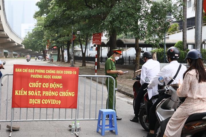 Hà Nội bỏ quy định người đi đường phải có 'lịch trực, lịch làm việc' - 1