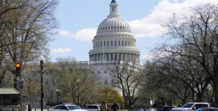 Thượng viện Mỹ thông qua gói ngân sách khổng lồ 1.000 tỷ USD - 1