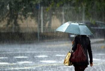 Hà Nội và nhiều tỉnh thành miền Bắc có mưa rào và giông, trời mát mẻ.