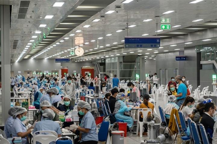 Trung Quốc thắt chặt chống COVID-19, kinh tế toàn cầu lao đao - 3