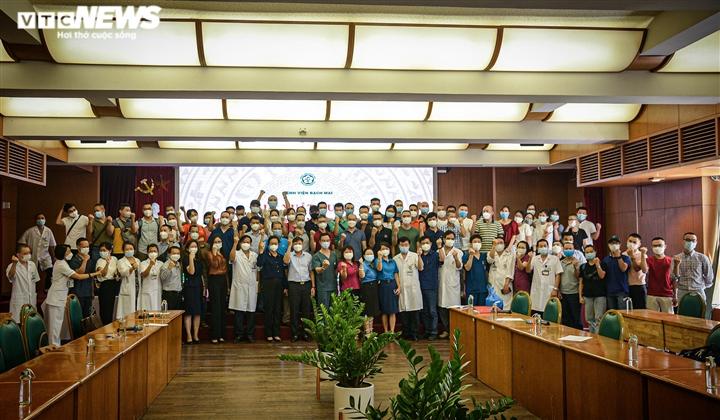 Ảnh: Gần 200 cán bộ y tế Bệnh viện Bạch Mai lên đường chi viện TP.HCM - 1