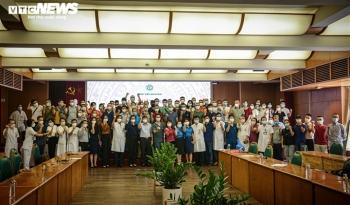 Ảnh: Gần 200 cán bộ y tế Bệnh viện Bạch Mai lên đường chi viện TP.HCM