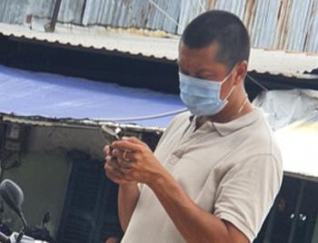 Xử lý nhân viên trật tự đô thị phường ra giá tiêm vaccine