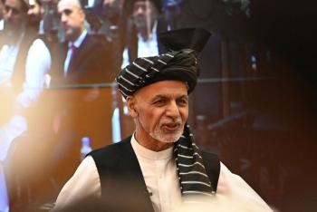 Hé lộ tung tích Tổng thống Afghanistan bỏ trốn