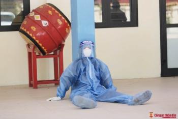 Nhân viên y tế mệt lả khi đi tầm soát F0 tại Hà Nội