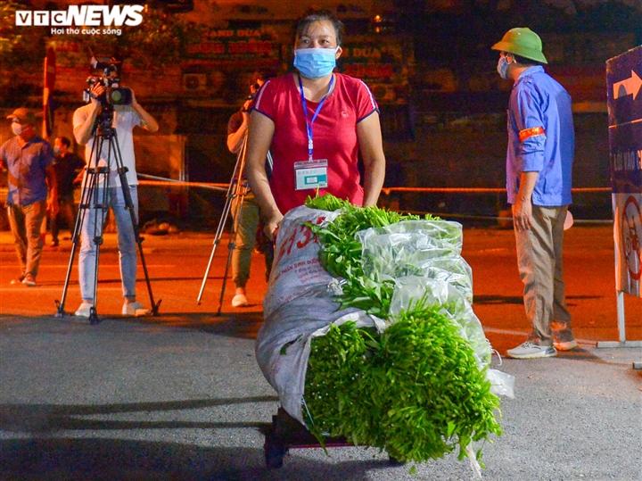 Hà Nội: Chợ đầu mối phía Nam ngày đầu tiên mở cửa trở lại sau phong toả - 11