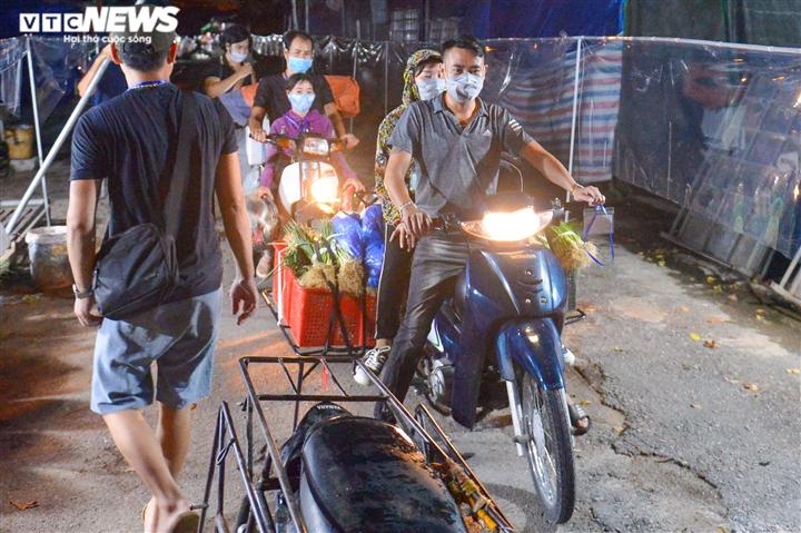 Hà Nội: Chợ đầu mối phía Nam ngày đầu tiên mở cửa trở lại sau phong toả - 8