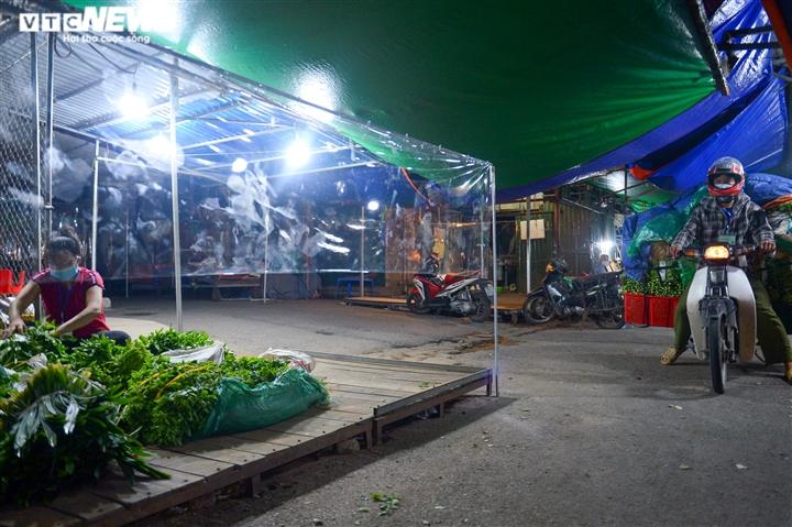 Hà Nội: Chợ đầu mối phía Nam ngày đầu tiên mở cửa trở lại sau phong toả - 13