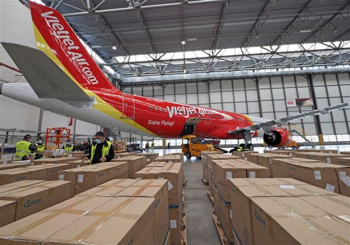 Vietjet vận chuyển thiết bị y tế viện trợ từ Đức về TP.HCM - 3