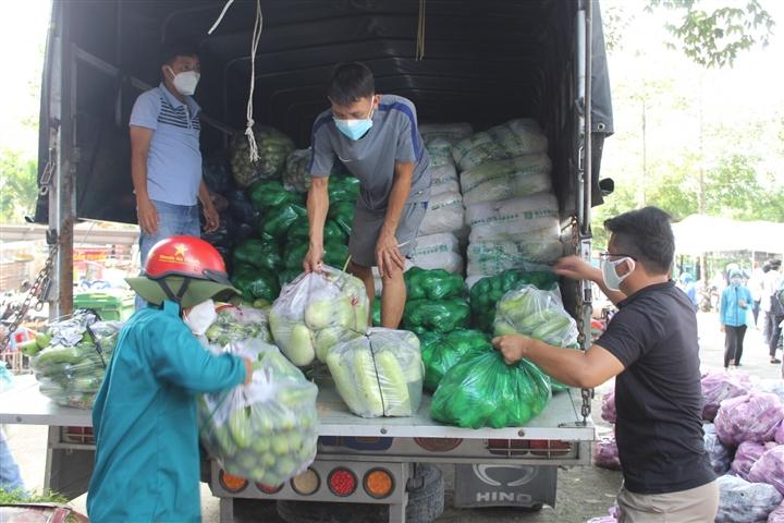 Bình Dương cung cấp lương thực cho 720.000 dân ở 'vùng đỏ đậm đặc' - 1