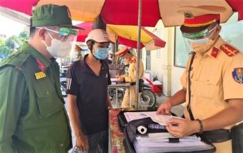 Trong 24 giờ, xử phạt hơn 800 người vi phạm phòng chống dịch ở Hà Nội
