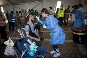 Số ca nhiễm mới COVID-19 ở Israel tăng chóng mặt