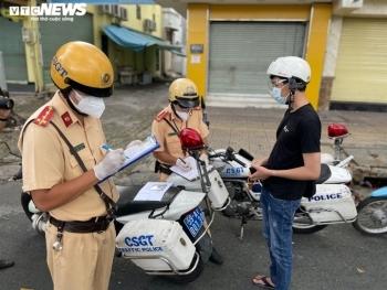 Hai ngày siết chặt giãn cách, CSGT TP.HCM xử phạt 760 người tự ý ra đường
