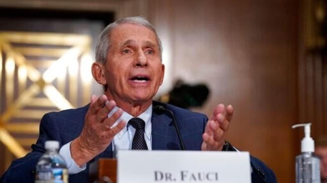 Bác sĩ Anthony Fauci tin Mỹ sẽ kiểm soát tốt dịch Covid-19 vào đầu năm 2022 ảnh 1