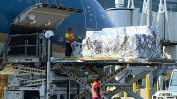 Chuyến bay đầu tiên của hàng không Việt Nam vận chuyển hàng y tế từ Hoa Kỳ về nước