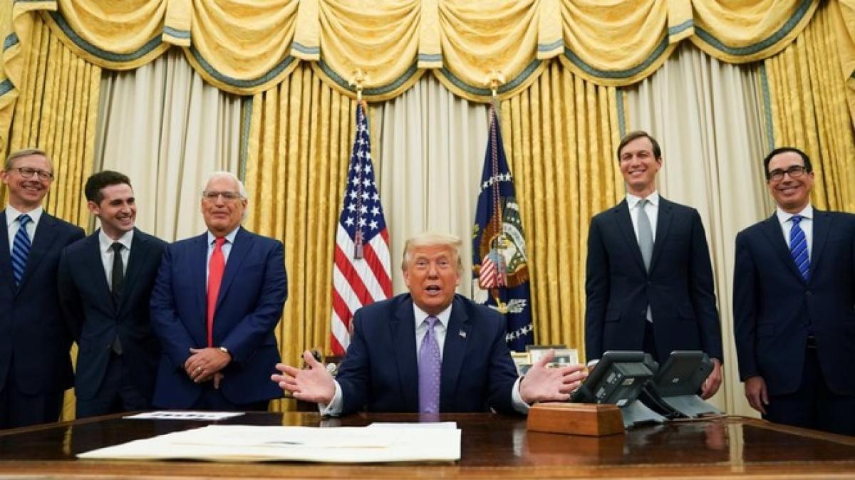 Tổng thống Mỹ Donald Trump tuyên bố về thỏa thuận lịch sử giữa Israel và UAE tại Nhà Trắng (Ảnh: Reuters).