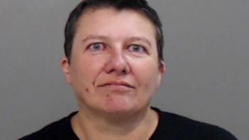 Chân dung nữ nghi phạm gửi thư chứa chất độc chết người ricin tới ông Trump
