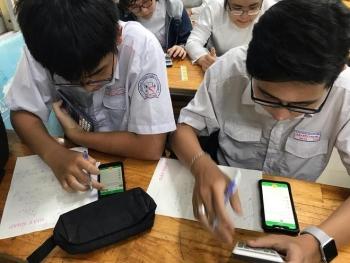 Học sinh các nước trên thế giới có được sử dụng điện thoại trong lớp?