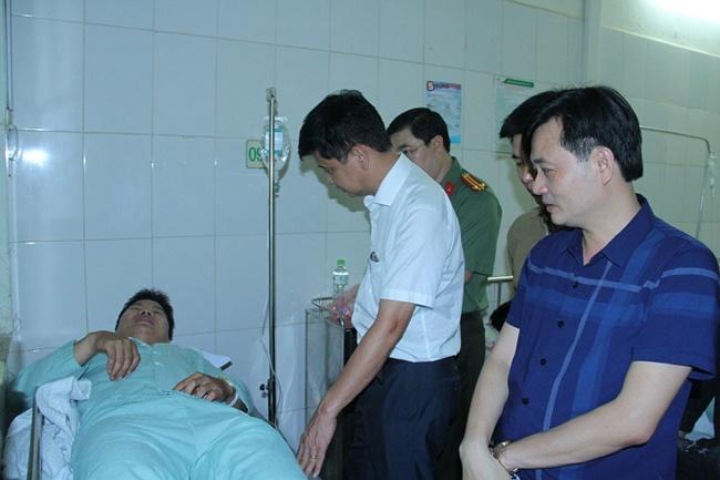 Lào Cai: Khống chế nghi phạm buôn ma túy, hai chiến sĩ Công an bị đâm trọng thương - Ảnh 1