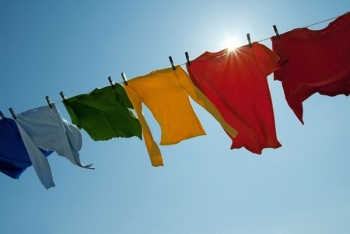 Lộn trái quần áo khi phơi, tưởng mẹo hay không ngờ hại vô cùng
