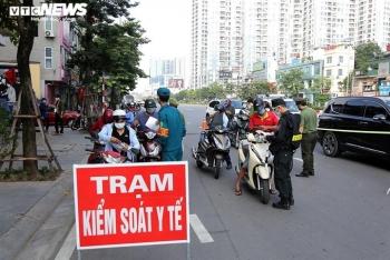 Người dân đứng ngồi không yên khi Hà Nội triển khai cấp giấy đi đường mã QR