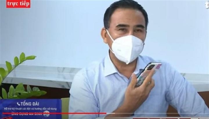 Quyền Linh gặp sự cố với điện thoại ngay trên sóng livestream