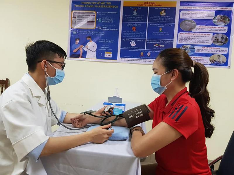 Không cần đo huyết áp tất cả người tiêm vaccine COVID-19 -0