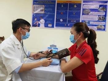 Không cần đo huyết áp tất cả người tiêm vaccine phòng COVID-19