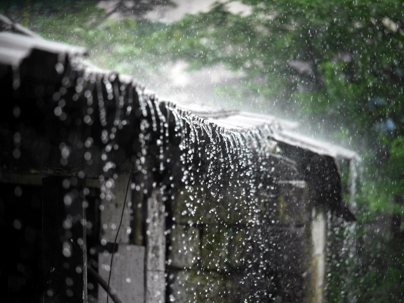 Mưa lớn kéo dài khắp miền Trung đến Nam Bộ