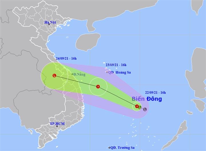 Áp thấp nhiệt đới hình thành trên Biển Đông, hướng vào các tỉnh Trung Bộ - 1