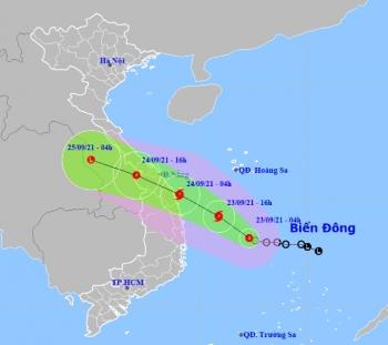 Áp thấp nhiệt đới khả năng mạnh lên thành bão, Hà Tĩnh đến Bình Định mưa rất to