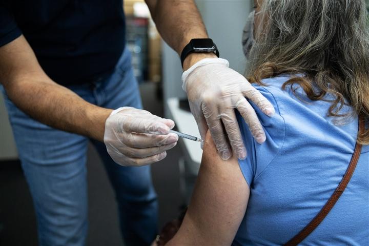 FDA phê duyệt tiêm bổ sung vaccine COVID-19 Pfizer