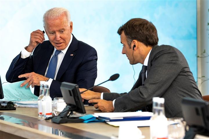 Mỹ - Pháp hóa giải căng thẳng, Paris đưa đại sứ trở lại Washington