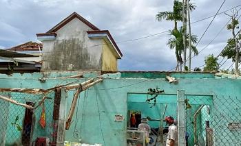 Khẩn trương giúp dân khắc phục hậu quả do lốc xoáy gây ra