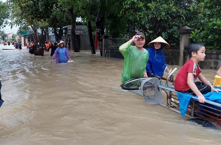 Ảnh: Nhà ngập sau mưa lớn, người dân huyện Quỳnh Lưu, Nghệ An sơ tán tránh lũ - 2
