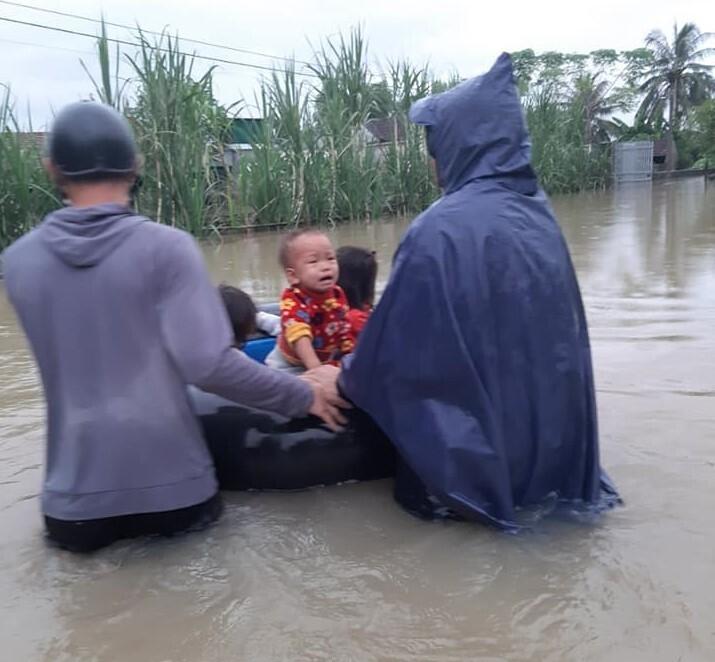 Ảnh: Nhà ngập sau mưa lớn, người dân huyện Quỳnh Lưu, Nghệ An sơ tán tránh lũ - 5