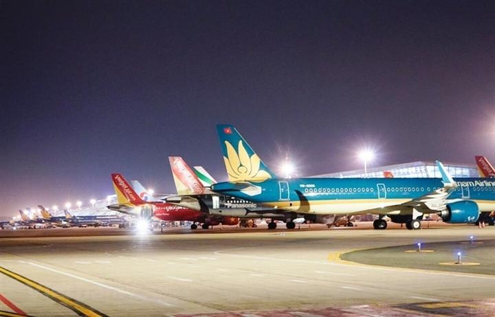 Hà Nội chưa tiếp nhận chuyến bay thương mại, tàu hỏa chở khách - 1