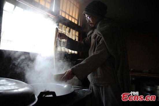 Chân dung triệu phú Trung Quốc bỏ lại gia sản khổng lồ lên núi đi tu, bị gia đình từ mặt - Ảnh 4