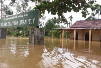 32 người chết và mất tích do mưa lũ kỷ lục, miền Trung cần cứu trợ khẩn hàng nghìn tấn lương thực