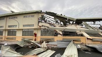 Lốc xoáy cuốn bay mái tôn, kéo sập nhà xưởng
