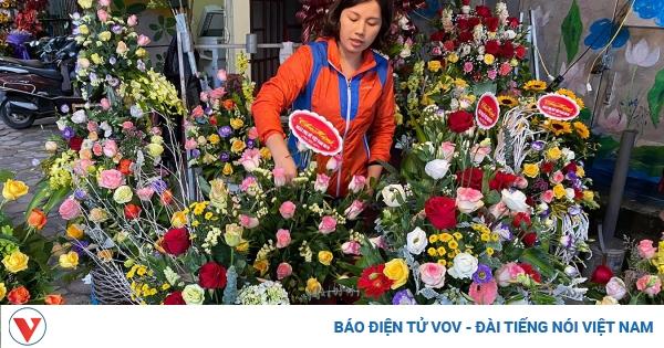 thi truong hoa tuoi ngay 2010 tram lang nhieu phu nu tu choi nhan hoa qua