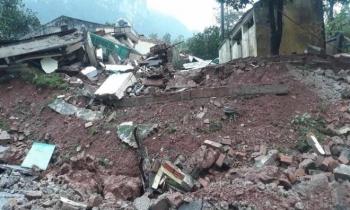 Đồn biên phòng ở Quảng Bình đổ sập, nhiều chiến sỹ may mắn thoát nạn